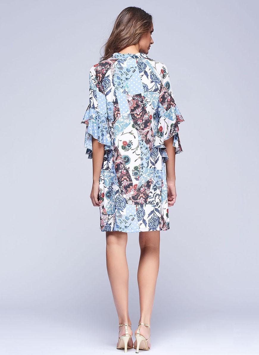 7dc702479 Vestido corto de cuello en pico con estampado patchwork de Niza ...