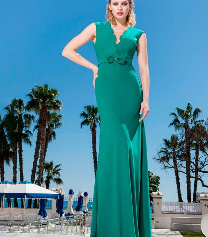 Vestido largo verde escote profundo