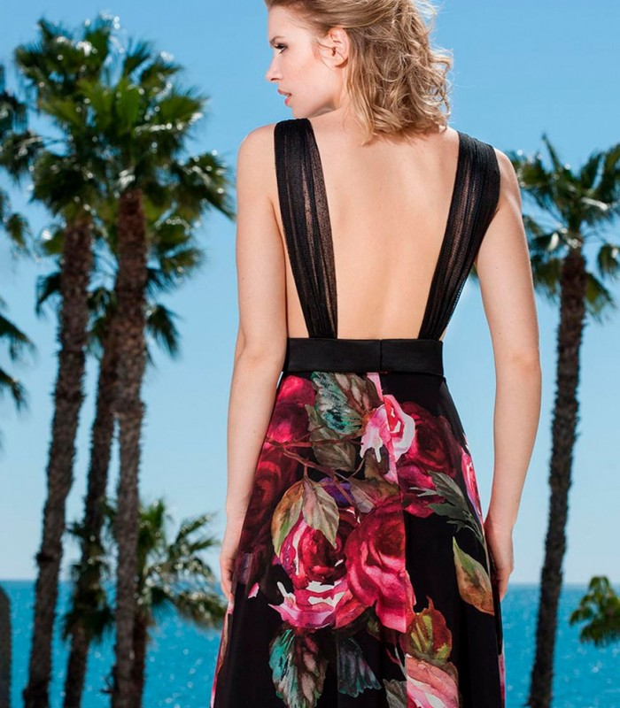 Maxi dress Sonia Peña and black top with feathers