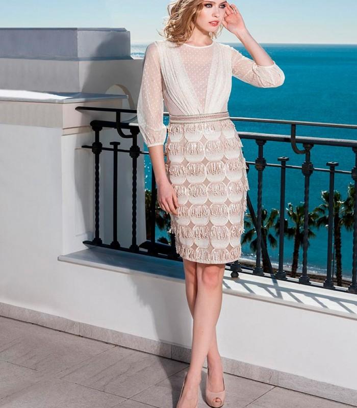 vestido corto manga francesa y falda de flecos