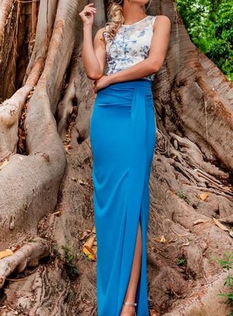Falda celeste con abertura lateral Olimara