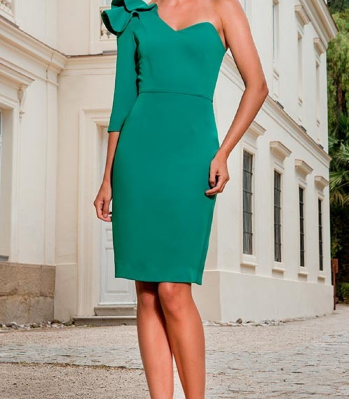 Vestido verde  con moña en el hombro y escote corazón