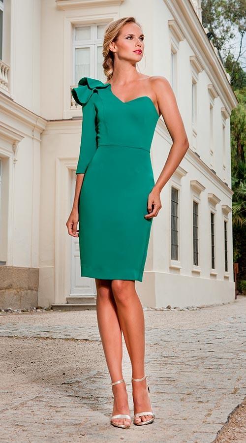 nuevo estilo 14407 221a7 Vestido verde con moña en el hombro y escote corazón