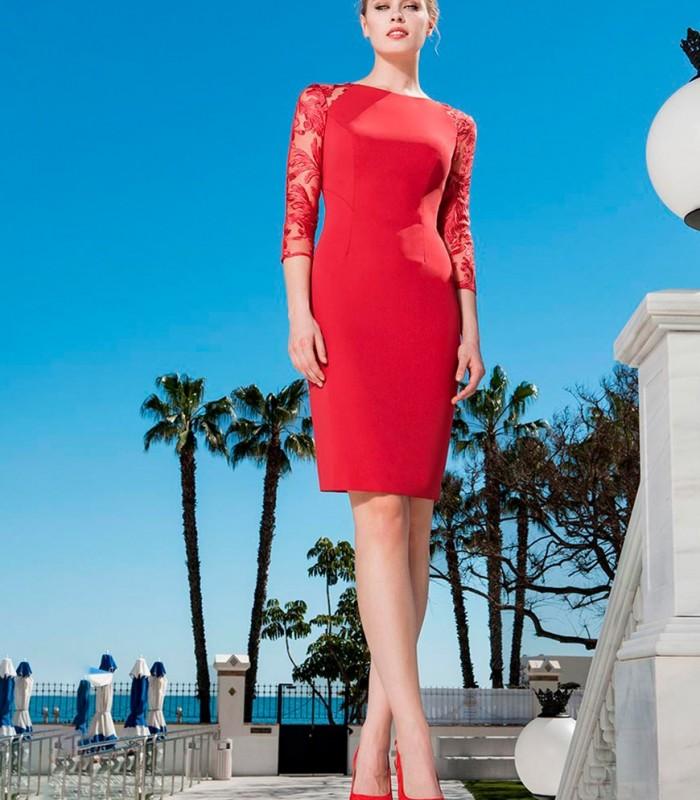 Vestido rojo con encaje y volante peplum
