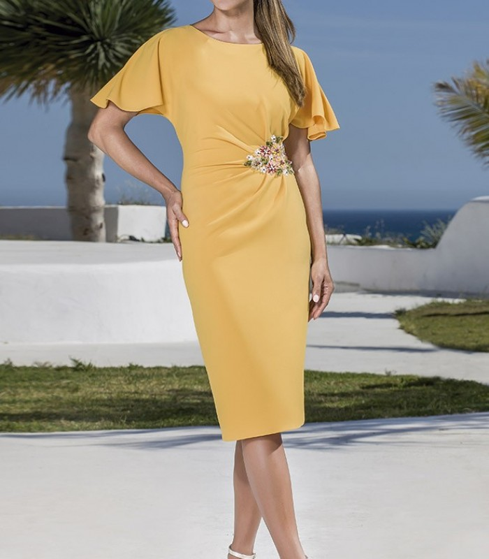 Yellow short dress gathered at the waist