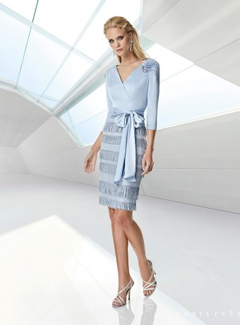 Vestido azul celeste y falda de flecos