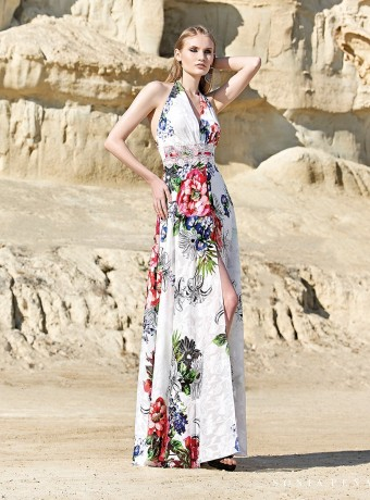 Long dress knotted at the neck