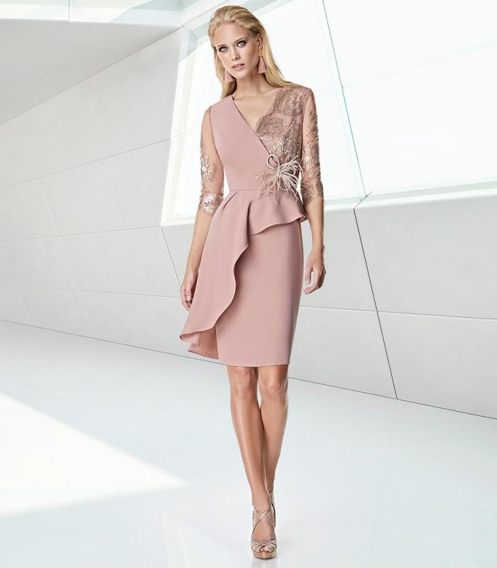 vestido rosa anudado a la cintura