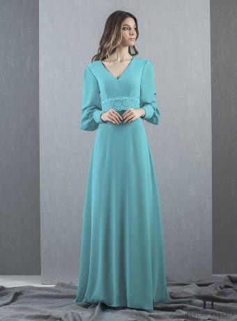 Vestido largo turquesa y encaje en los puños