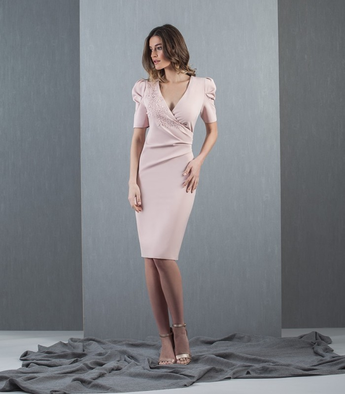 Short nude dress, gathered at the waist