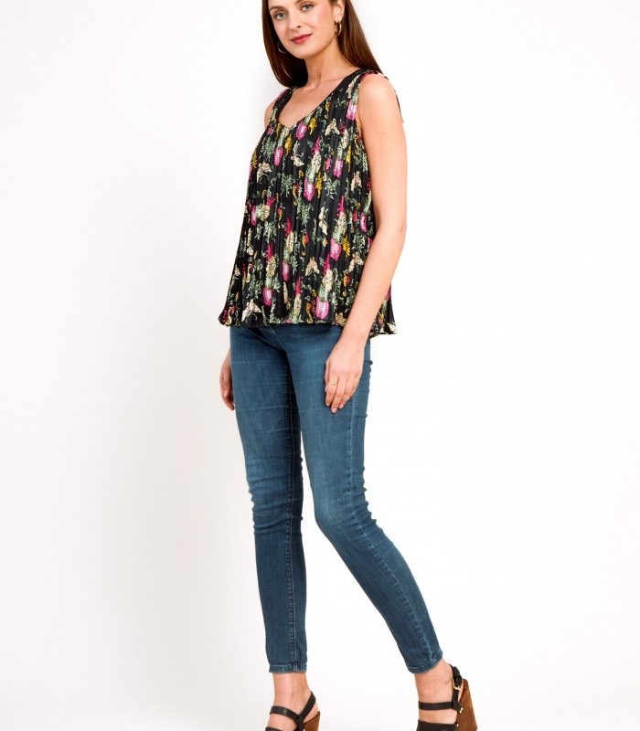 Sleeveless pleated printed blouse