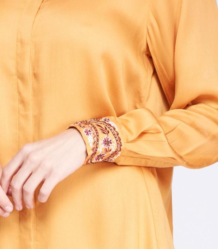 Blusón amarillo con puño bordado