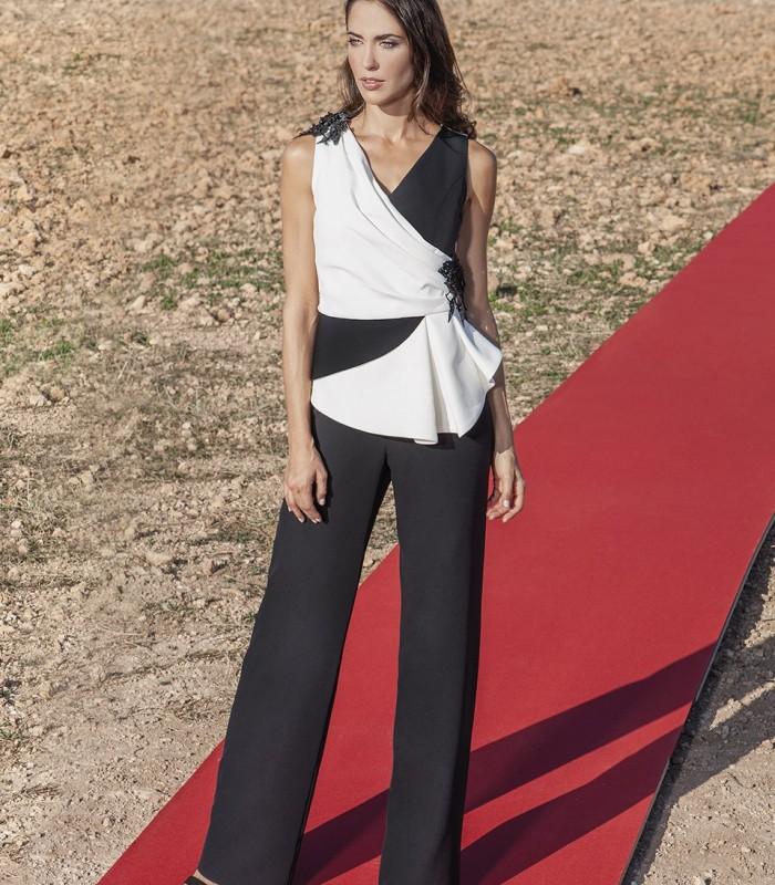 Black and white V-neck long jumpsuit