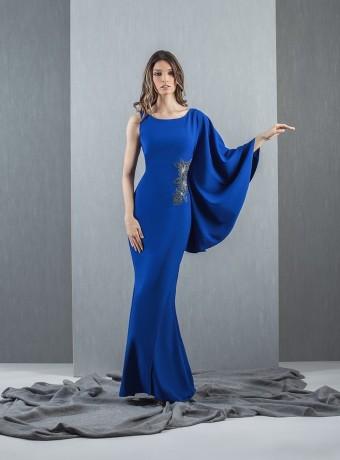 vestido largo azul manga asimétrica