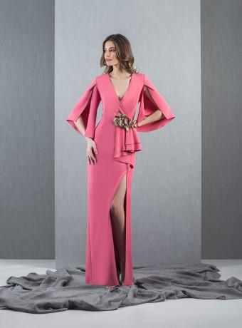vestido largo con manga semiabierta