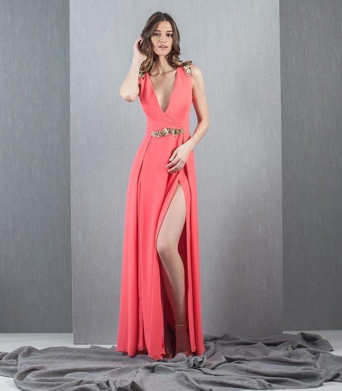 vestido coral largo con abertura lateral