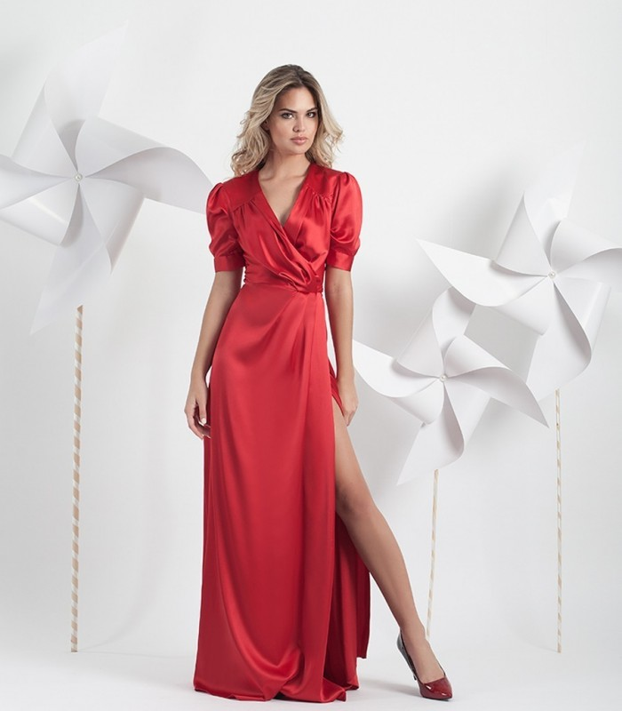 Long red dress with leg opening and short sleeves