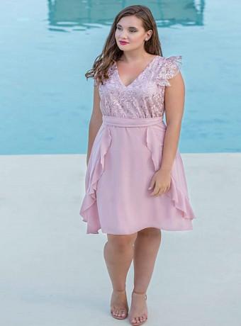 vestido rosa con encaje en el top