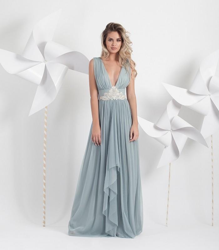 Long tulle fog dress with deep neckline