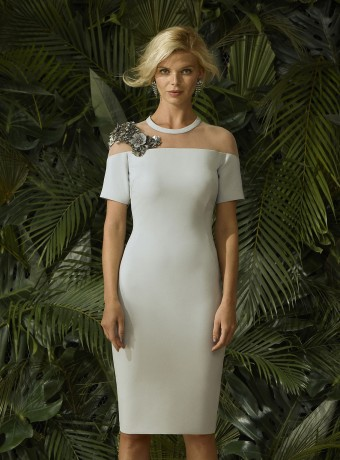 Short straight cut dress in crepe and tulle.