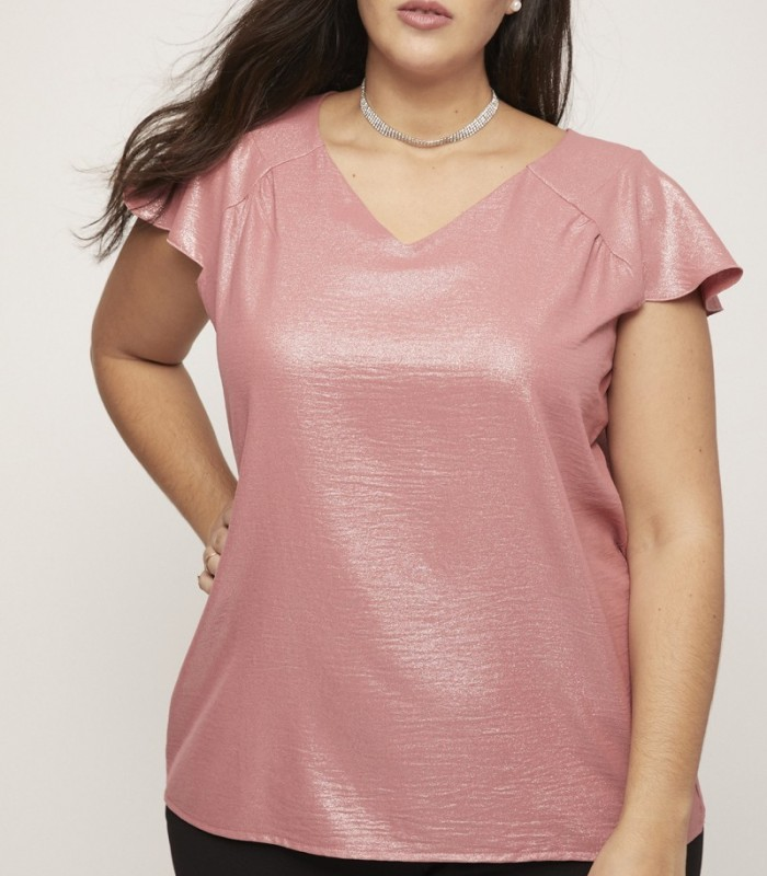 Pink top with v-neckline and short flight sleeves