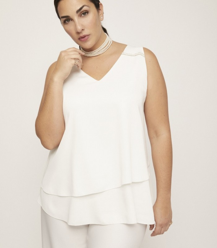 White top with V-neckline and double layer