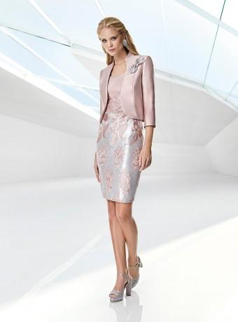 Chaqueta y vestido rosa bordado de Sonia Peña