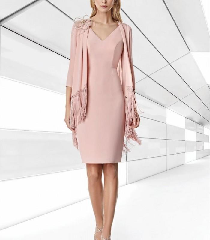 Vestido rosa recto con estola con flecos