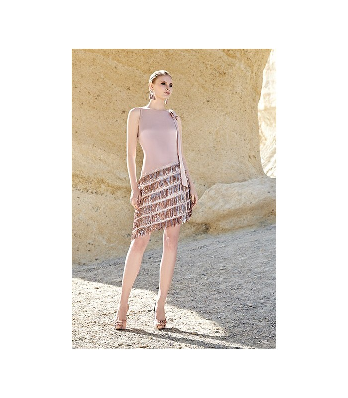 Vestido rosa corto de flecos Sonia Peña