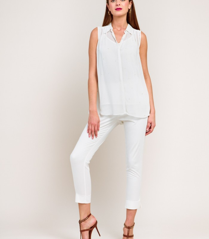 Sleeveless shirt with small details