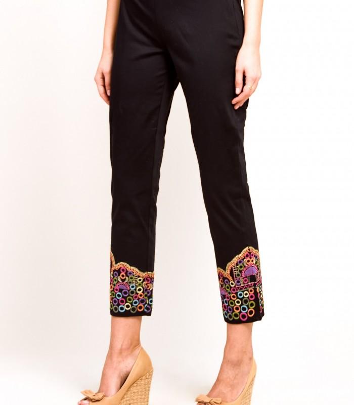 Pantalón recto con detalles bordados