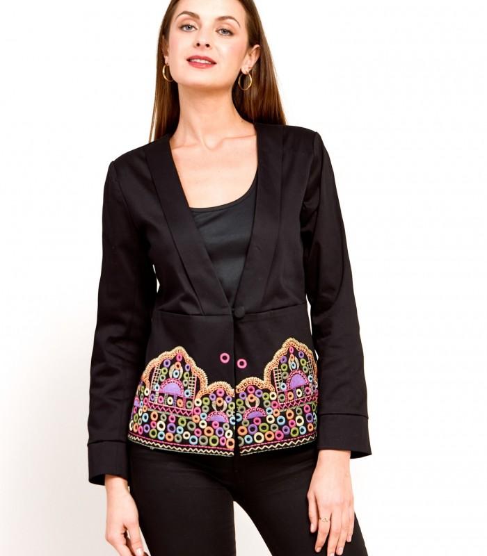 Chaqueta con detalles bordados y corte en la cintura