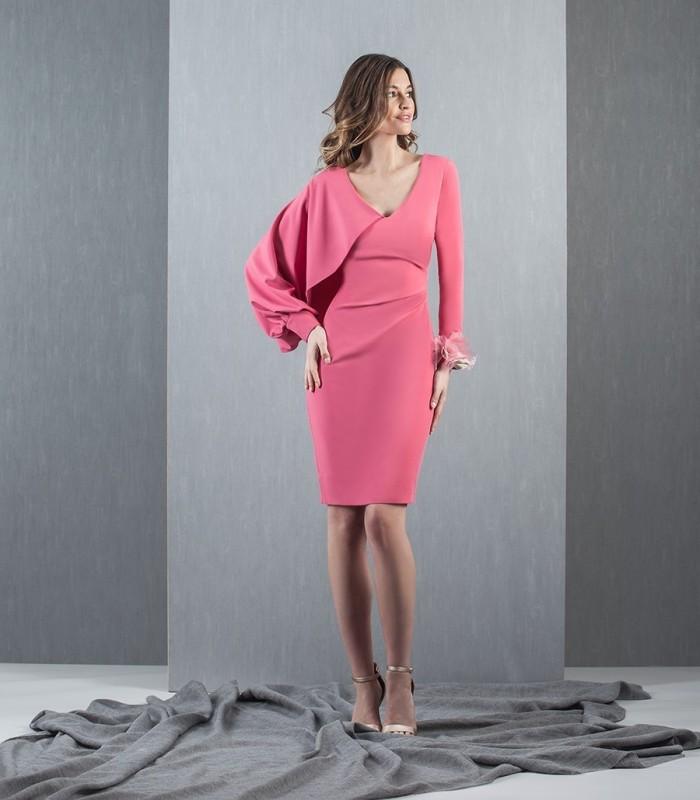 Vestido rosa manga asimétrica