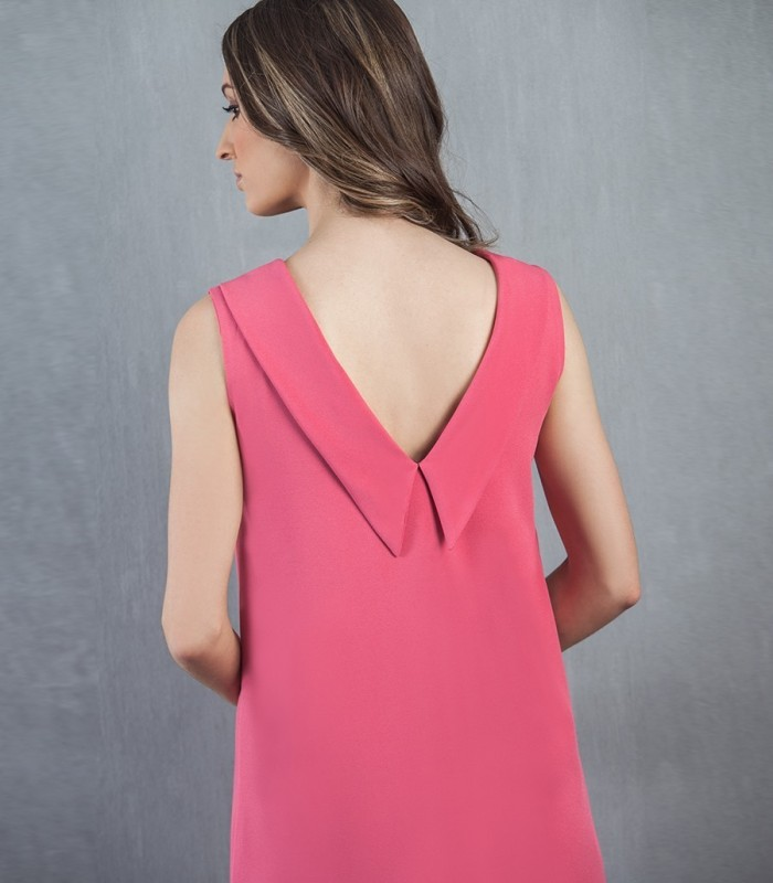 Asymmetrical dress with V-neckline in the back