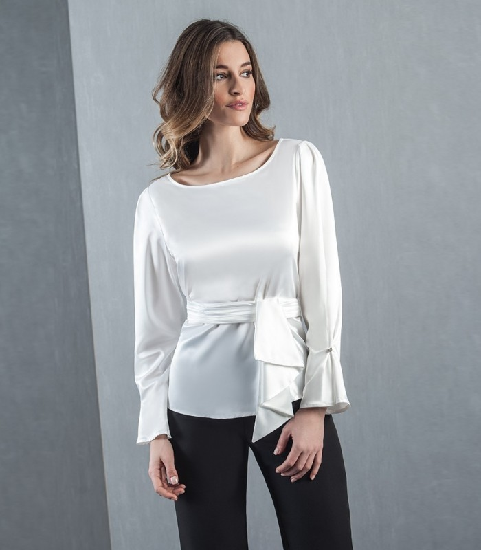 Blouse with tie at the waist and ruffle sleeves