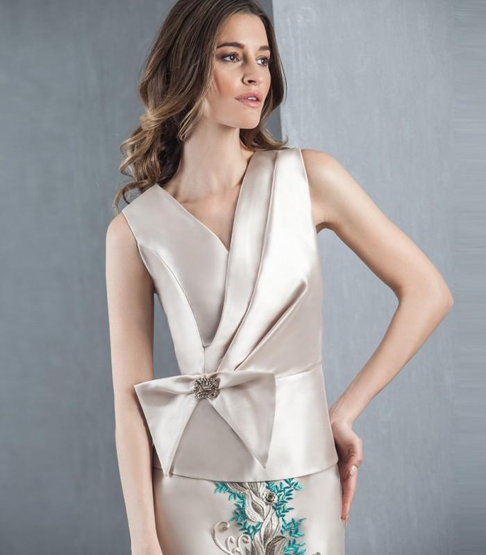 Blusa de escote cruzado con lazo lateral