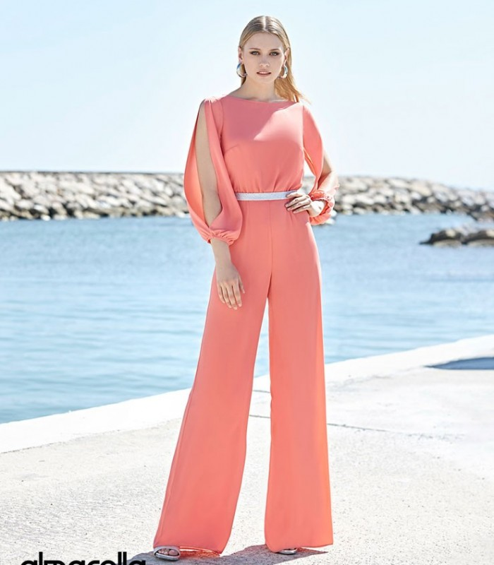 Plain Marbella jumpsuit with boat neckline and puffed sleeves