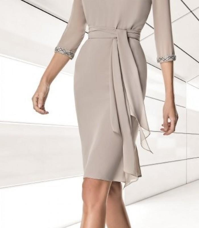 Short straight dress with belt