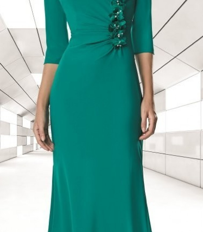 Long dress with embellishment at the waist