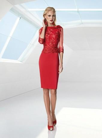 Vestido rojo corto de encaje de Sonia Peña