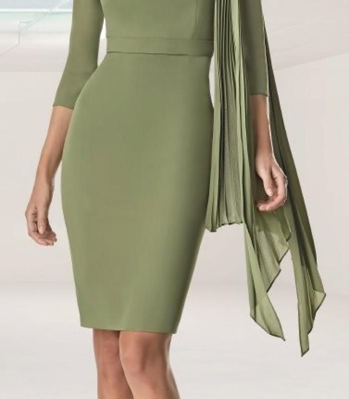 Short dress with shoulder brooch
