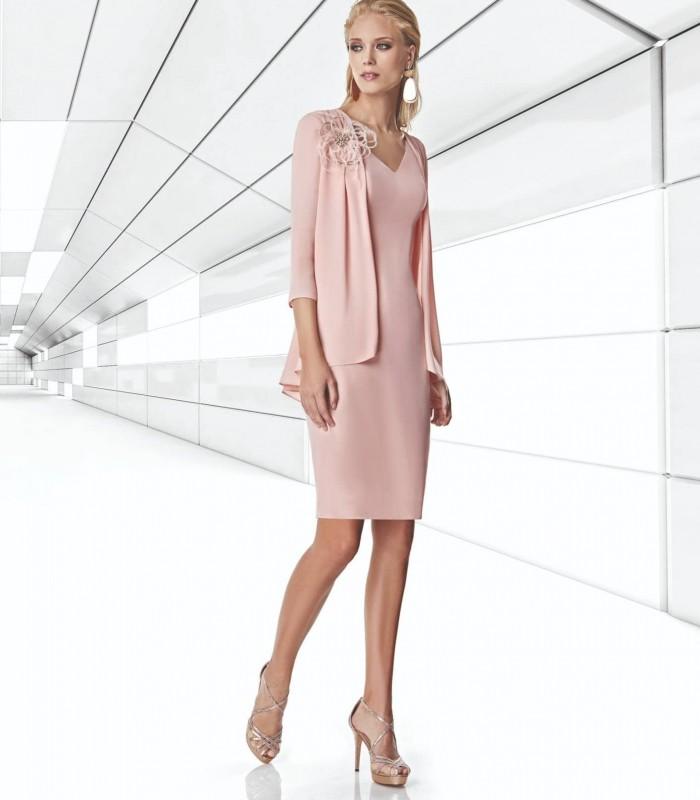 Vestido corto rosa palo con chaqueta plisada