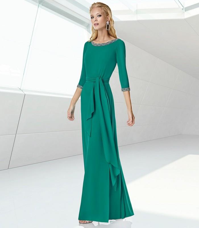 Vestido largo liso con caida libre y cinto.