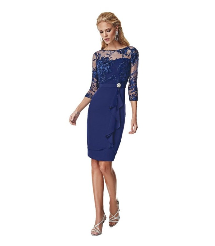 Short dress with belt and brooch