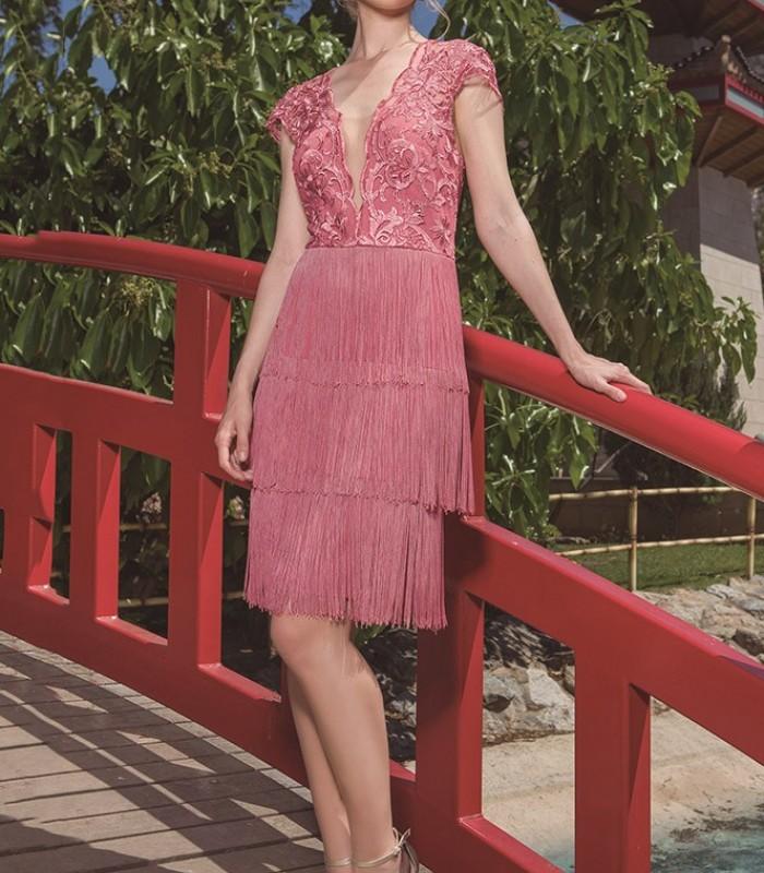 Vestido corto bordado con flecos en la falda