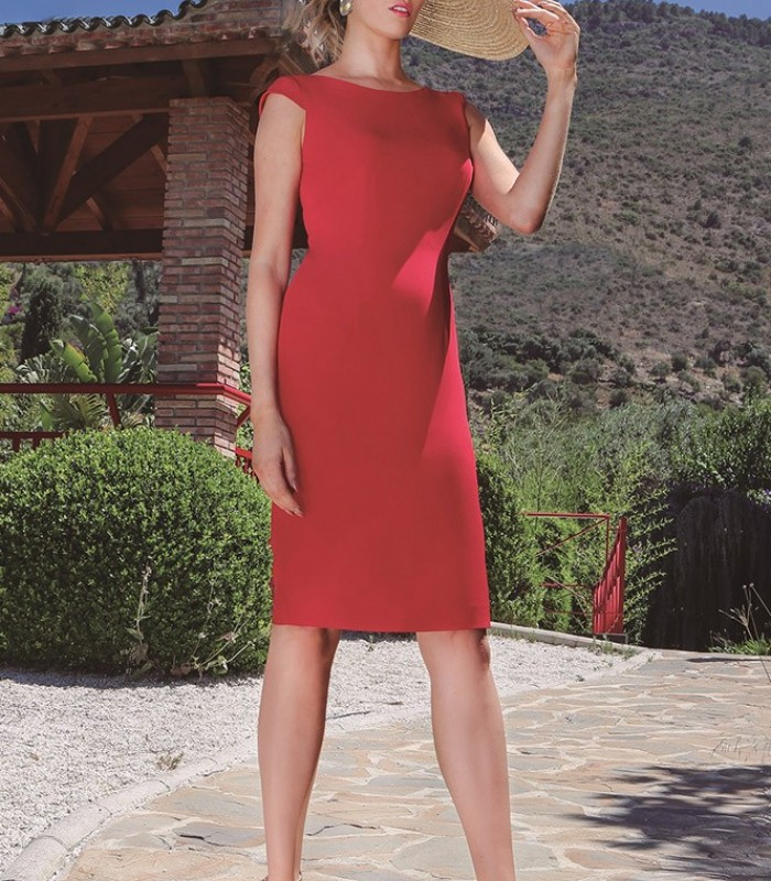 Short dress with neckline and ruffles on the back