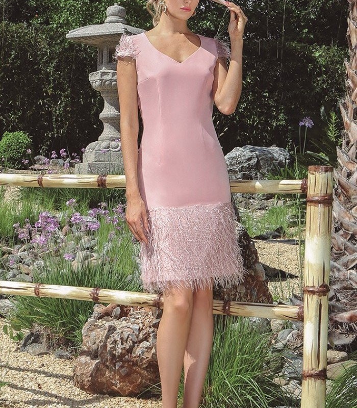 Sweetheart neckline dress with appliques on the sleeves and skirt
