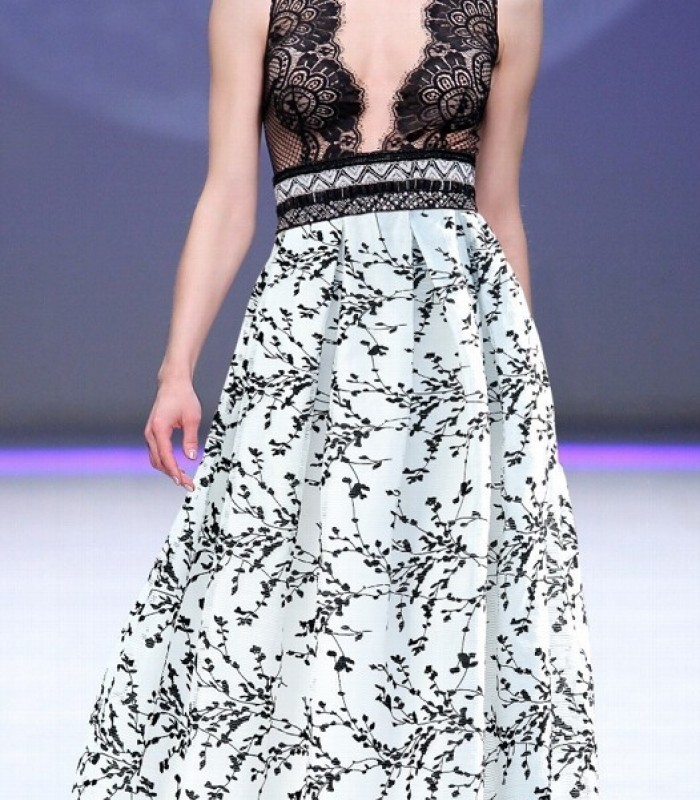 Long printed dress with deep neckline and lace