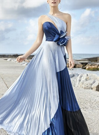 Long pleated dress with flower bow
