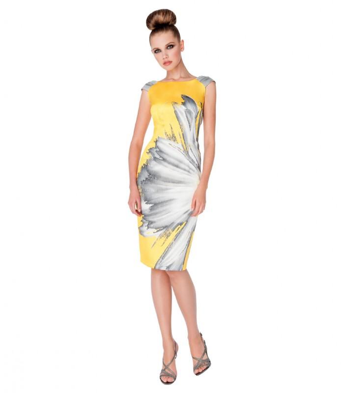 Vestido midi con estampado floral y corte recto